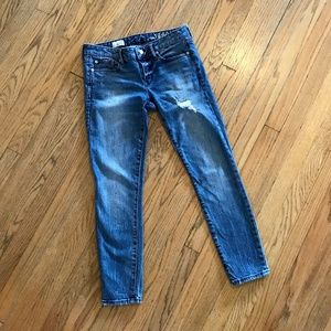 Distressed GAP 1969 Always Skinny Jeans